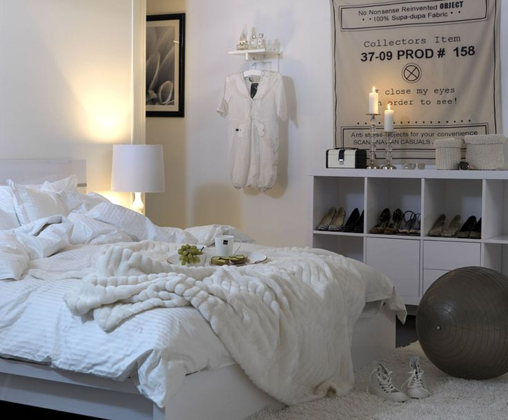 all white bedroom not realistic in my house but very cpmfy looking - Minimalist Teen Room Interior