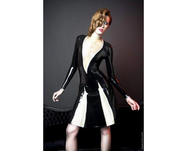 Vestido Desire - MadRubb. Diepe transparante cut is erg mooi