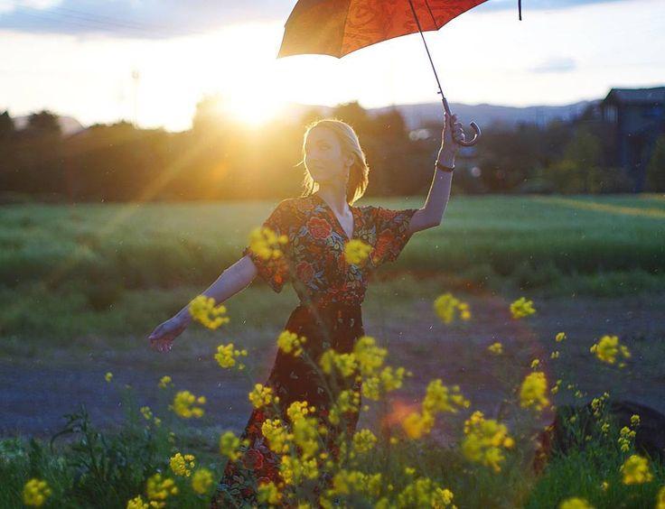 what do you think about in sunset dreaming time...?  После вчерашних +29 мне кажется, что уже пришло лето. Наконец-то наступило то идеальное время, которые длится совсем недолго, но которое я так люблю. Холода уже позади, но летняя жара еще не настала.  #yuryablinchik #sunset #japan #dreaming #inspiration #instaplace #picoftheday #ユーリャ #ロシア人 #菜の花 #夕日 #写真撮ってる人と繋がりたい #写真好きな人と繋がりたい #япония #настроение #инстаграмнедели #закат #вдохновение