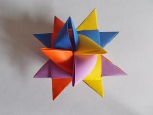 How to make a German Christmas Star If I have the time and patience... This would be cool!