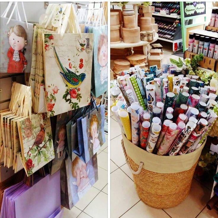 В наличии в магазине на Новосельского, 66 бумага для упаковки подарков и красивые подарочные пакеты😍Работаем ежедневно с 10:00 до 19:00🌞