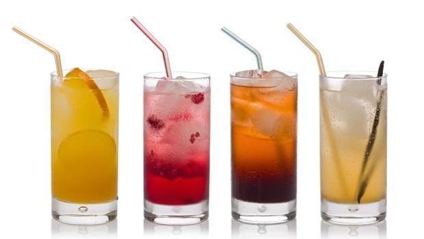 Las personas que beben a diario bebidas azucaradas, como los refrescos o los zumos, tienen cerebros de menor volumen y peor memoria
