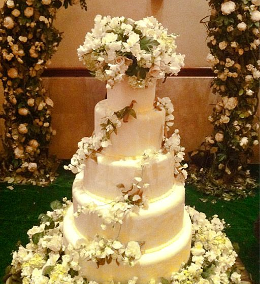 bellas wedding cake 25 best ideas about breaking on breaking 11261