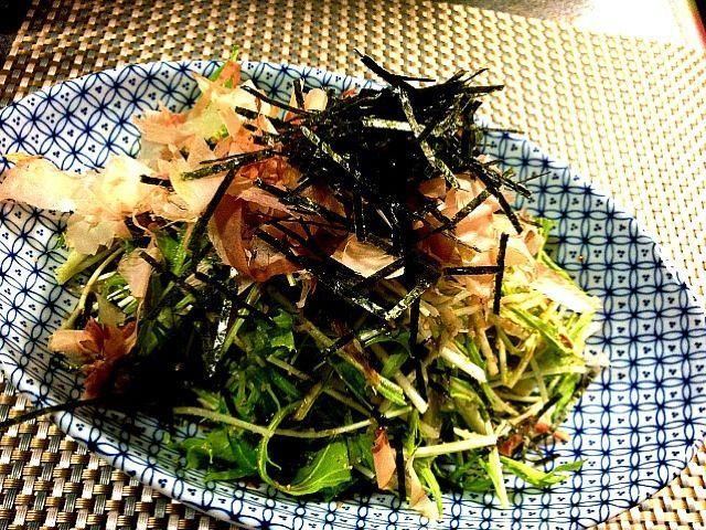 皆さん絶賛のことちゃんの水菜サラダ作りました。 やはりとても美味しい‼ 友達にご馳走したのだけど、大絶賛で作り方を聞かれました(〃^ิ艸^ิ〃) そしてもっと食べたいってなって②回作った(笑) 家でも絶対作る〜って喜んでました‼ ことちゃん美味しいレシピぁりが㌧です( ´ ▽ ` )ノ♪ - 97件のもぐもぐ - kotoringoことちゃんの水菜の和風サラダ Mizuna greens salad Japanese-style by makooo