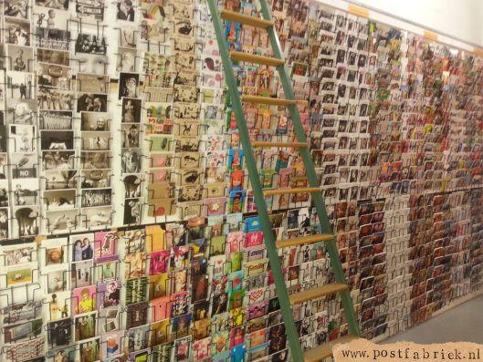 de prachtige kaartenwand van Brassa in Arnhem