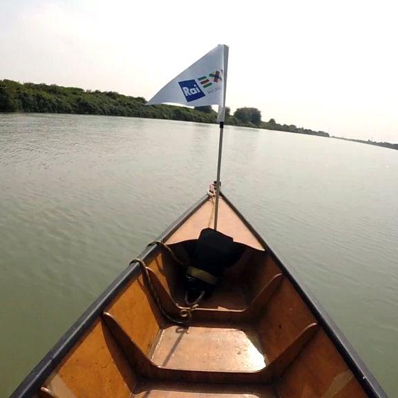 Navigando il fiume Po #experiaitalia #raiexpo #padiglioneitalia #politecnicodimilano #expo2015 #viaggio #barca #Po #fiume #italia #viaggio