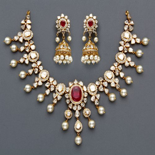 Indian Jewellery and Clothing ~~ beautiful! http://www.shaadiekhas.com/blog-wedding-planning-invitation-wordings/glitter-with-wedding-jitters/