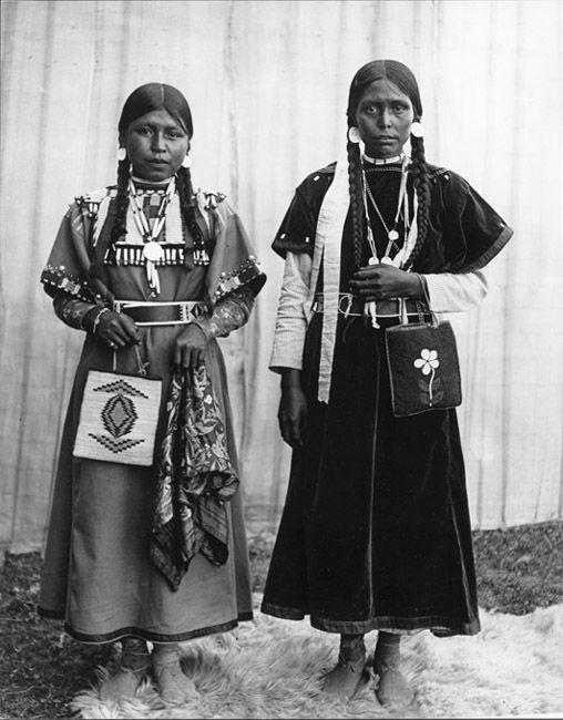 Nez Perce Nimiipu Women, Pendleton, Oregon - Names: Unknown - Photo by E.H. Latham, 1905.