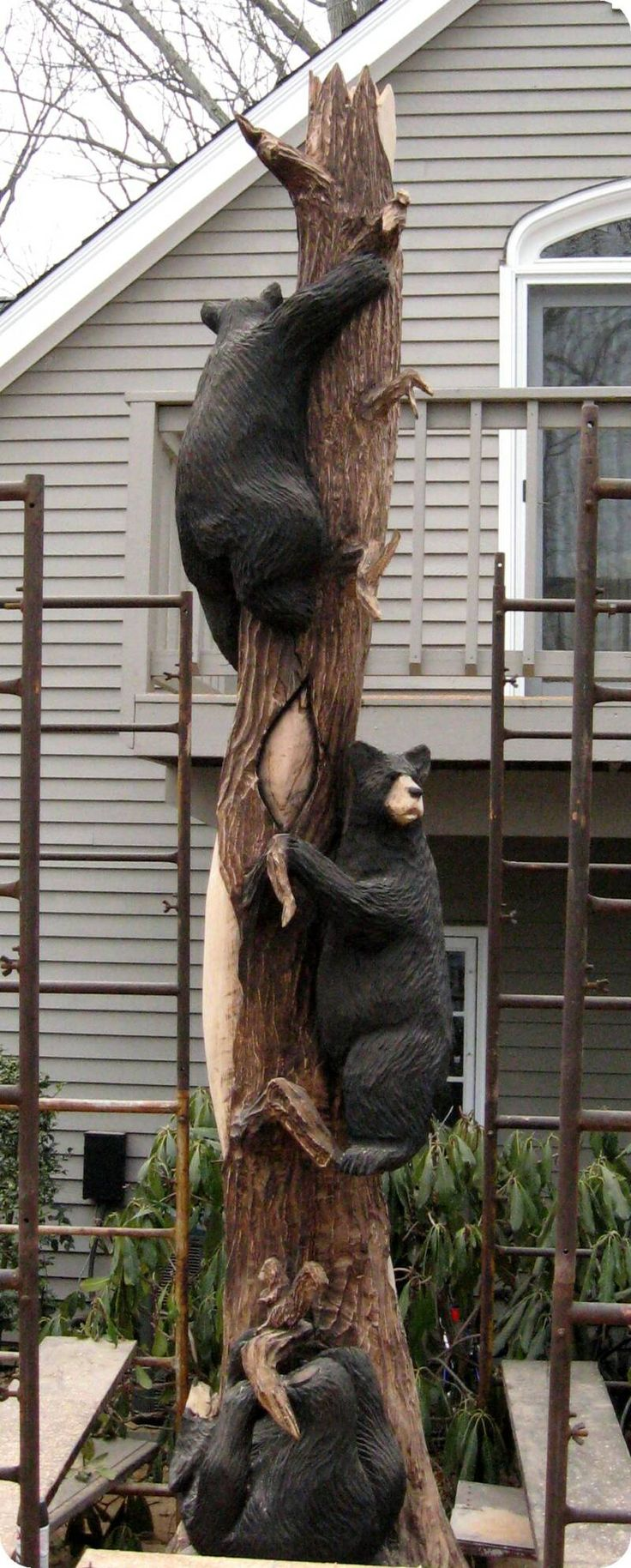 AWESOME yard art ! gotta do something like this for BIG BEAR Home .