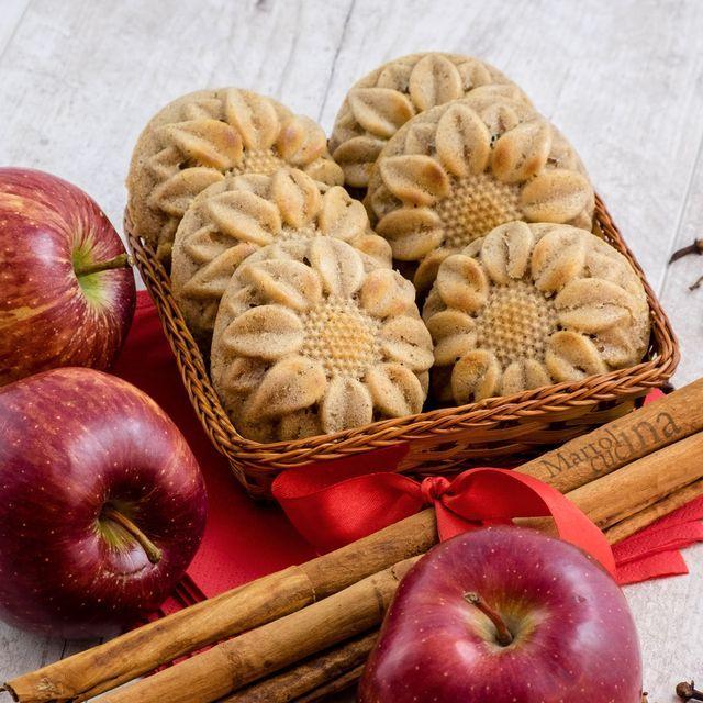 Muffin integrali con mela grattugiata e spezie Preparazione: 20 minuti Cottura: 20 minuti Questi muffin integrali con mela grattugiata e spezie sono nati, semplicemente, dalla necessità di fini