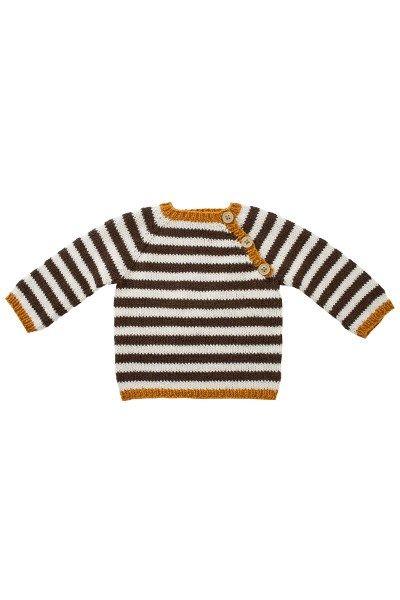 Modellen er strikket i Fino Organic Cotton+Merino Wool (50% økologisk bomuld+50% merino Uld). [url=http://www.onion.dk/fino-organic-cotton-merino-wool/ target=_blank]KLIK HER for at se alle farver i garnet[/url] (åbner i ny fane, som kan klikkes væk igen). Størrelse: 0-3 (6) 9 (12) mdr Overvidde, model: 42 (48) 52 (58) cm Hel længde, model: 24 (28) 31 (34) cm Garnforbrug: fv.516 brun 1 (1) 2 (2) ngl...
