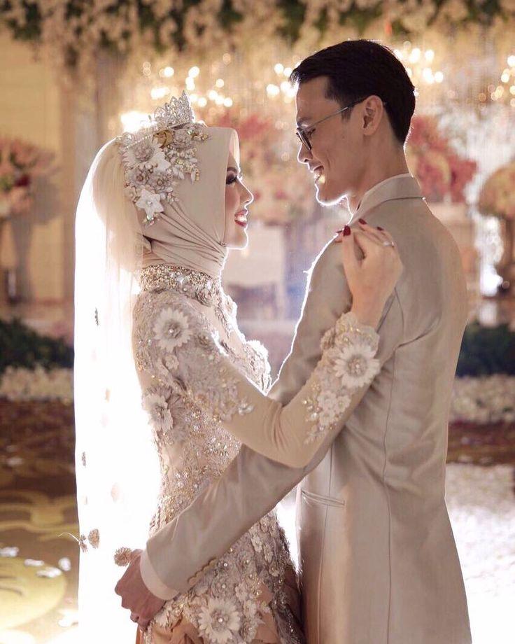 senengnya bisa desain wedding dress bwt adikku tercinta @elvasoemantri @wildanfirdaus by lela_vanela
