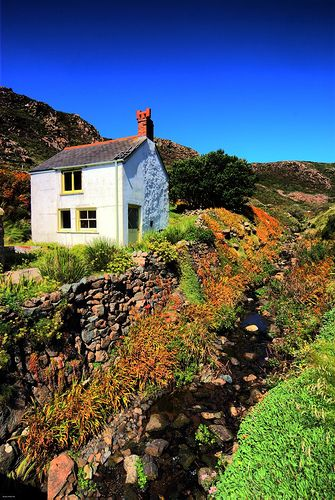 Cottage at Kynance Cove, the Lizard, Cornwall. Beautiful!