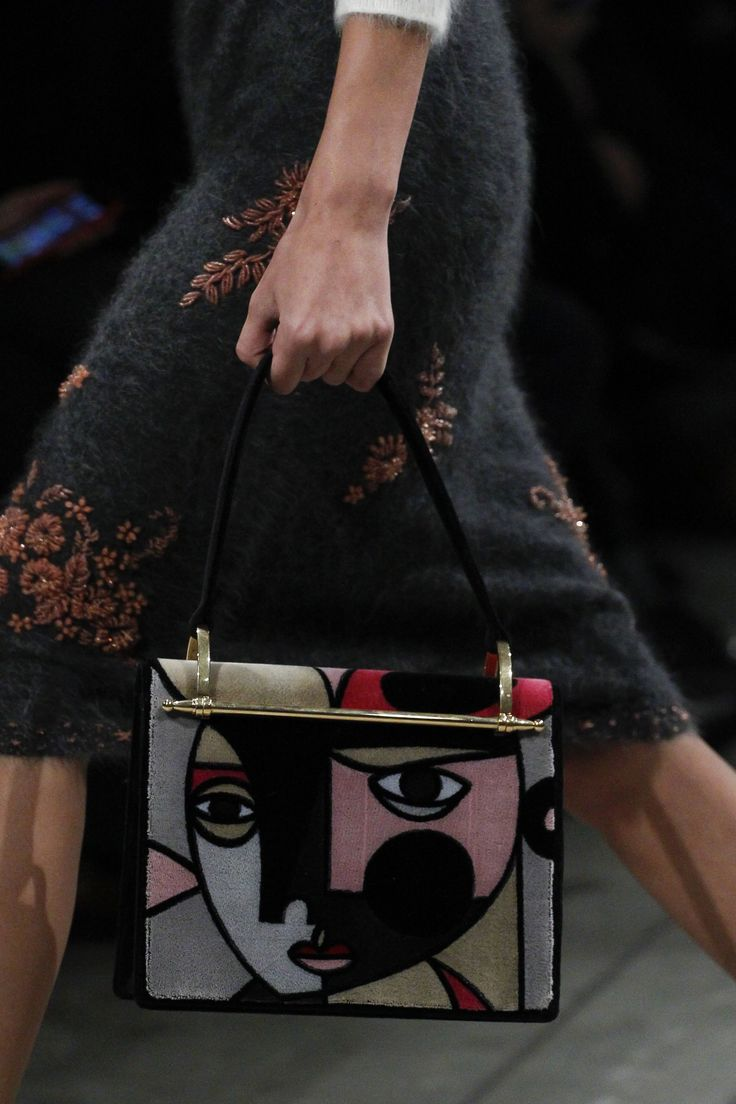 See detail photos for Prada Fall 2017 Menswear collection.bag, сумки модные брендовые, bag lovers,bloghandbags.blogspot.com