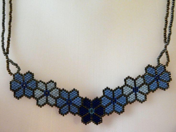 """Collier en tissage Brick Stitch """"Fleurs bleues"""""""