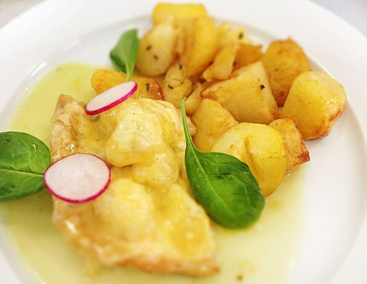 Denné menu Vranov | Zapečený kurací filet s čerstvým karfiolom a syrom, opekané zemiaky - reštaurácia Hotel Patriot*** #hotel #restauracia #dennemenu