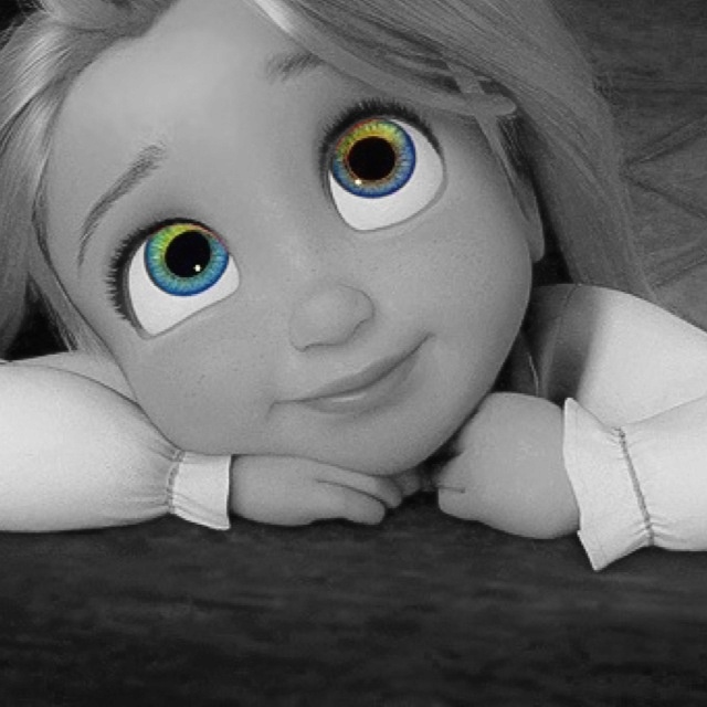 I don't know why her eyes look blue in this, we all know Rapunzel has green eyes. I like this picture, though, so pinning