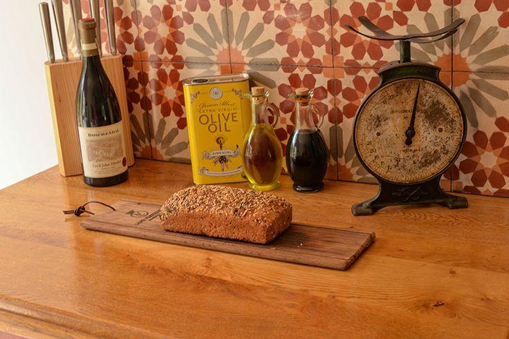 Wine, farm olive oil and bread Franschhoek, Boschendal, Boschendal cottages, Boschendal wine estate, South African Wineries, Cape Town Wineries, boschendal red wine,Üzüm bağları, şarap mahzenleri, Güney Afrika çiftlikleri, Cape Town şarap rotalari, Boschendal çiftlik evi ve şaraphanesi, Cape Town'da yapilmasi gerekenler