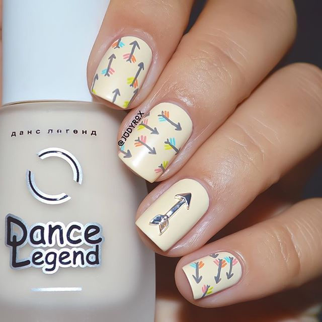 And here is the solo shot of the design I did for the #bestietripletnails with @mireieta_nails & @thecottonsugar  The base is @dancelegendofficial nr. 654 from Velvet Collection, a very light warm yellow color with a matte finish. The silver arrow charm is from @daily_charme  I used acrylic paint for the details.  Hope you all like it!!