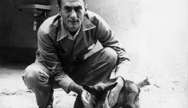 Ariano Suassuna, 'poeta por excelência', vira notícia em seção do GLOBO em 1956 | Acervo