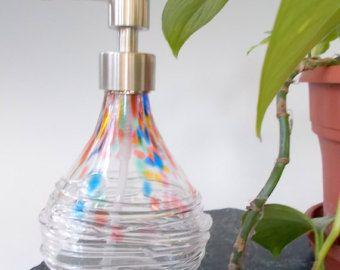 Soplado cristal vanidad dispensador de jabón y loción por Rebecca Zhukov a mano