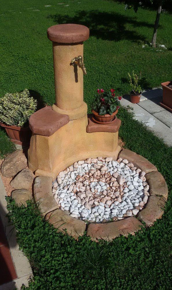 Fontana da giardino in pietra ricostruita, mod. azalea easy, colore: pietre del borgo. Località: Rieti.