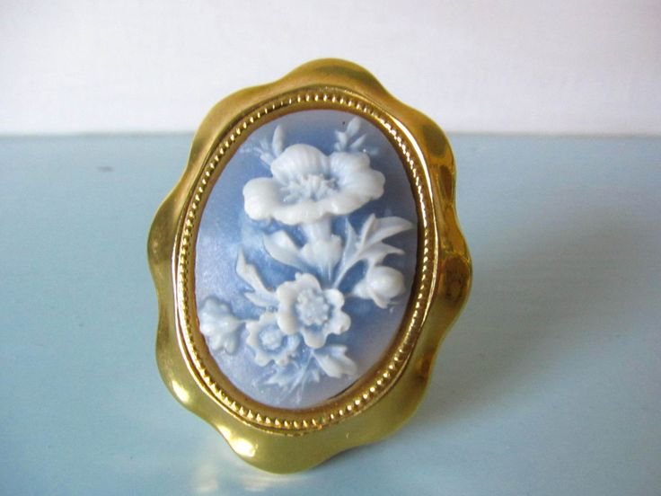 Vintage brooch, vintage pin, flower brooch, white flower brooch, gift for her, ladies vintage brooch, scarf brooch, cameo style brooch by thevintagemagpie01 on Etsy