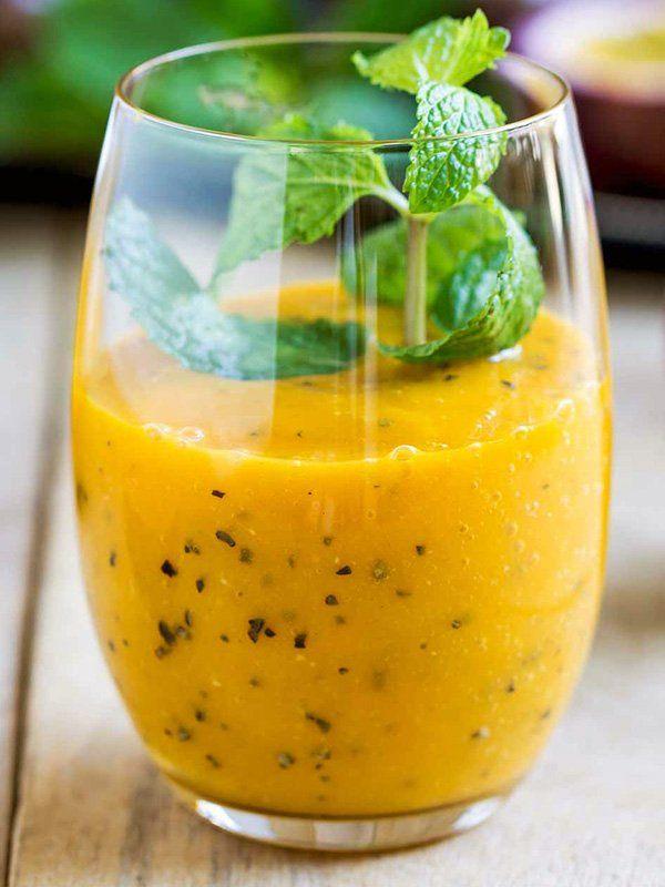 Frullato frutto della passione ananas e mango: una miniera di ferro e vitamine. Il frutto della passione ha proprietà antiossidanti ed energizzanti.
