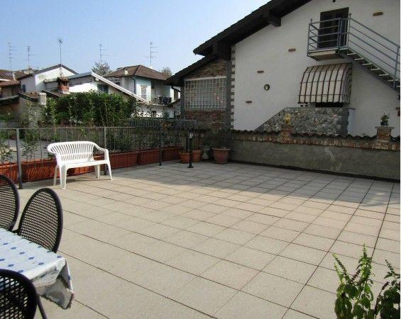 Vendita Appartamento Novara. Quadrilocale in viale Giulio.... Posto auto, terrazza, riscaldamento autonomo