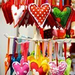 Colorful fabric heart decors made of fabric scraps by Taikalandia