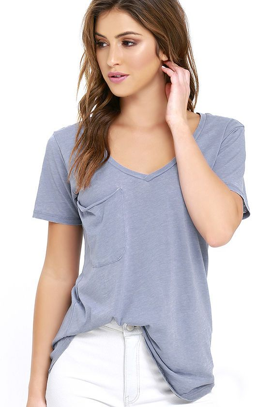 Not only will the Z Supply Pleasant Surprise Periwinkle Blue Tee put a smile on your face, it'll also show off your fabulous style sense! The V-neck, short sleeves, and patch pocket keep the classic tee look on this heathered, periwinkle blue top, while jersey knit fabric has a slub texture, keeping it fresh and unique. Rounded hem brings the final touch.