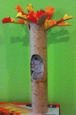 Очень простой способ сделать с малышами поделку осеннее дерево- использовать рулон от бумажных полотенец и салфетки ярких осенних цветов.