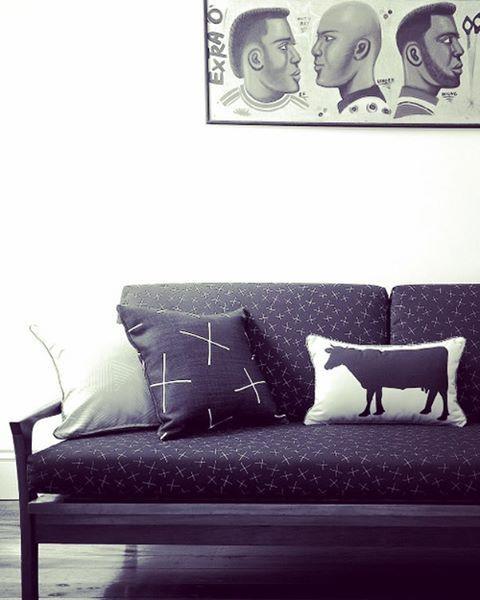Mid Century Sofa in Twiggy Black. Twiggy cushion and Cow cushion, both also in Black. @emilyziz  #upholstery #fabric #surfacedesign #fabricdesign #textiles #textiledesign #retro #midcentury #midcenturyfurniture #interiors #interiordesign #lilyfink