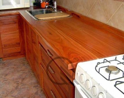Mesada de cocina o barra de madera de quebracho for Mesadas de cocina pequenas