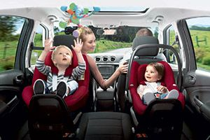 Bring your baby home comfortably and in the safest way possible. The Maxi-Cosi Pebble car seat features an 'easy out' harness that stays open to get your baby in and out of the seat hassle-free.