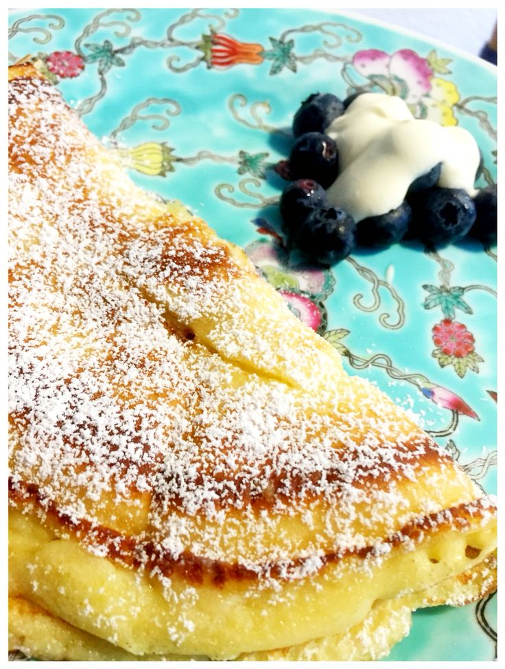 Pancake with Blueberries and Crème double