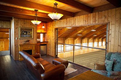 Amazing indoor arena ..... AND viewing room! When I win the lottery : )