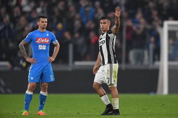 Paulo Dybala Photos Photos - Paulo Dybala (R) of Juventus FC is replaced during the TIM Cup match between Juventus FC and SSC Napoli at Juventus Arena on February 28, 2017 in Turin, Italy. - Juventus FC v SSC Napoli - TIM Cup