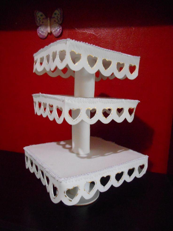Peça confeccionada em papelão e eva, o preço é sob consulta pois depende do tamanho e numero de bandejas.