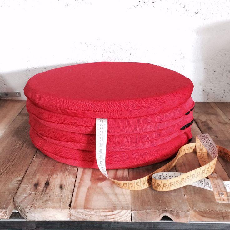 Cuscini in Misto Cotone Poliestere rotondi Colore Rosso in varie misure e vari colori. #arketicom #arketicomlab #design #artigianato #madeinitaly