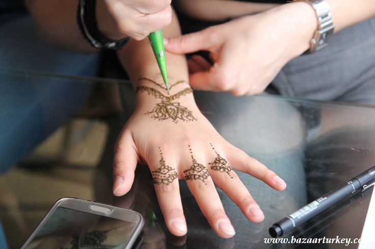 Henna - Kina permanent Tattoo in Istanbul for our Turkish guests from Austria - August 2016 http://www.bazaarturkey.com/tours/henna_istanbul.html