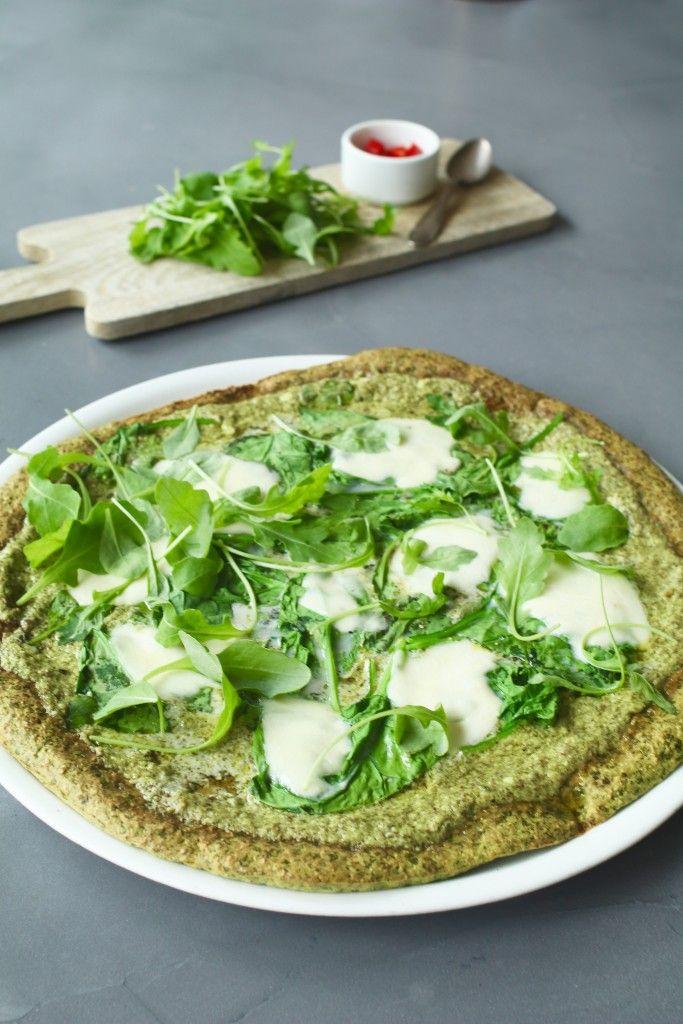Spinazie pizza met pesto en mozzarella, Gezonde pizza's, Pizza van havermout, Glutenvrije pizzabodems, Glutenvrije pizza maken, Beaufood recepten, Glutenvrije foodblogs, Beaufood pizza