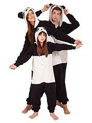 """Пижама хлопковая """"ПАНДА"""" HandyWear.  Пижама-комбинезон с ушками и капюшоном. Мягкая и уютная пижама из хлопчатобумажной ткани. Обладает высокими теплоизолирующие свойствами что актуально в весенний период. Прочная и износостойкая - эта ткань не вытирается не скатывается не образует затяжек. Абсолютно безопасна для аллергиков и самых маленьких детей. Детали: широкий крой заниженная талия и заниженный шаговый шов спереди застежка на кнопках длинный рукав с хлопковыми эластичными манжетами…"""