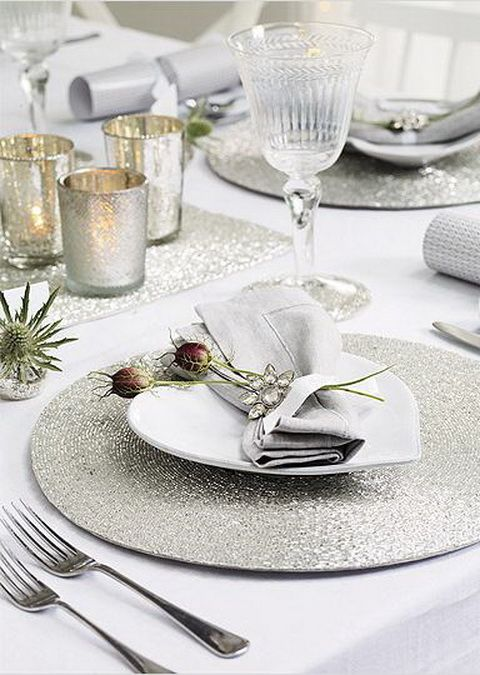 white tablescape The Wedding Lady - Exquisite Wedding Planning in Maui Hawaii and Vancouver BC #weddinglady.com