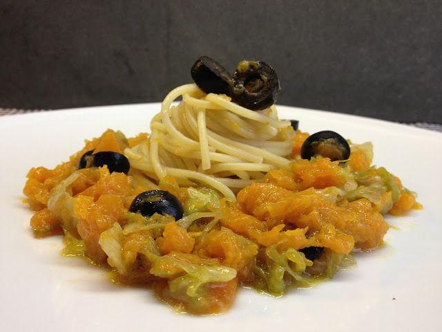 Spaghetti d'inverno con radicchio, zucca e olive nere