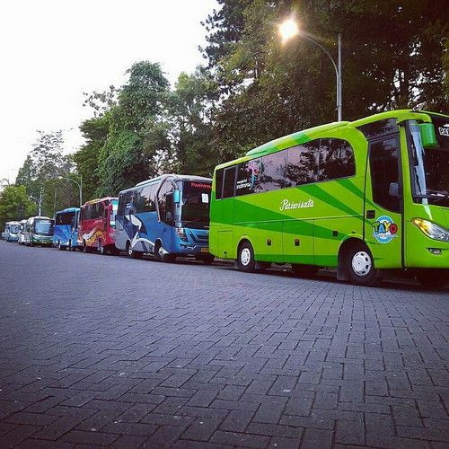 Bus Pariwisata Jogja Seat 25, 35 di UGM Yogyakarta