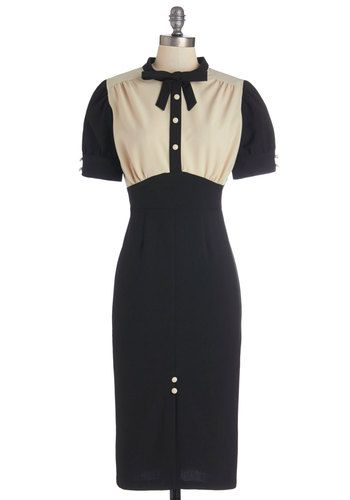 Vintage Inspired 1940s Plus Size Wiggle Dress #1940sfashion #plussize