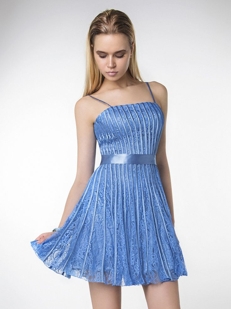 Short evening dress without beading! http://mikael.gr/en/new-collection/90644.html