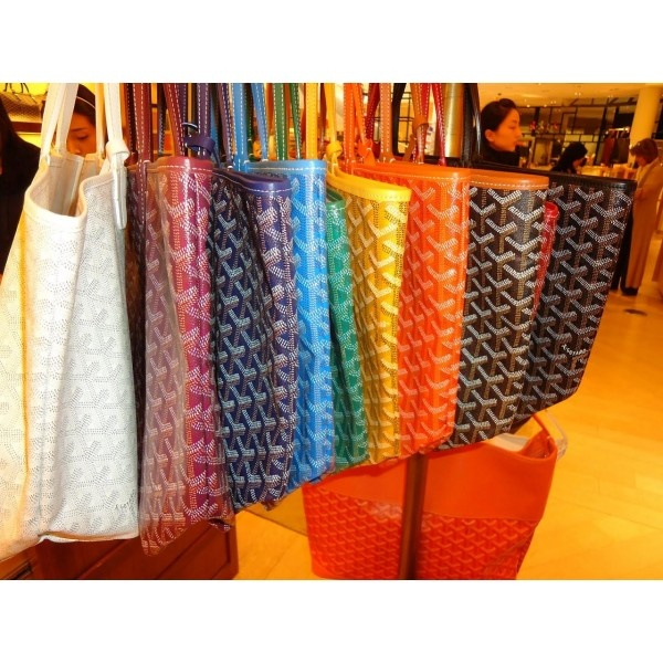 I want them all :'( Goyard totes