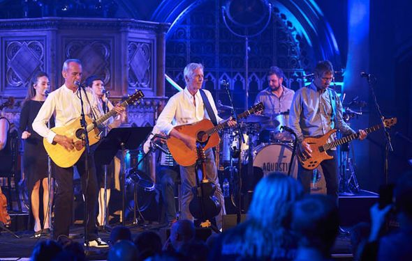 Acoustic Quo maintain their rockin' status - http://buzznews.co.uk/acoustic-quo-maintain-their-rockin-status -